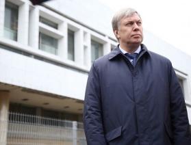 Русских продлил ковидные ограничения ещё на месяц